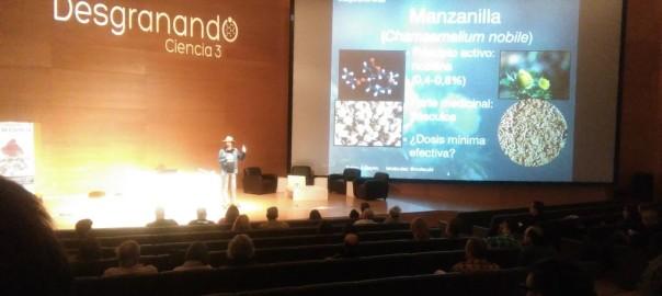 Foto del compañero Bernardino Sañudo durante las Charlas en Desgranando Ciencia 3